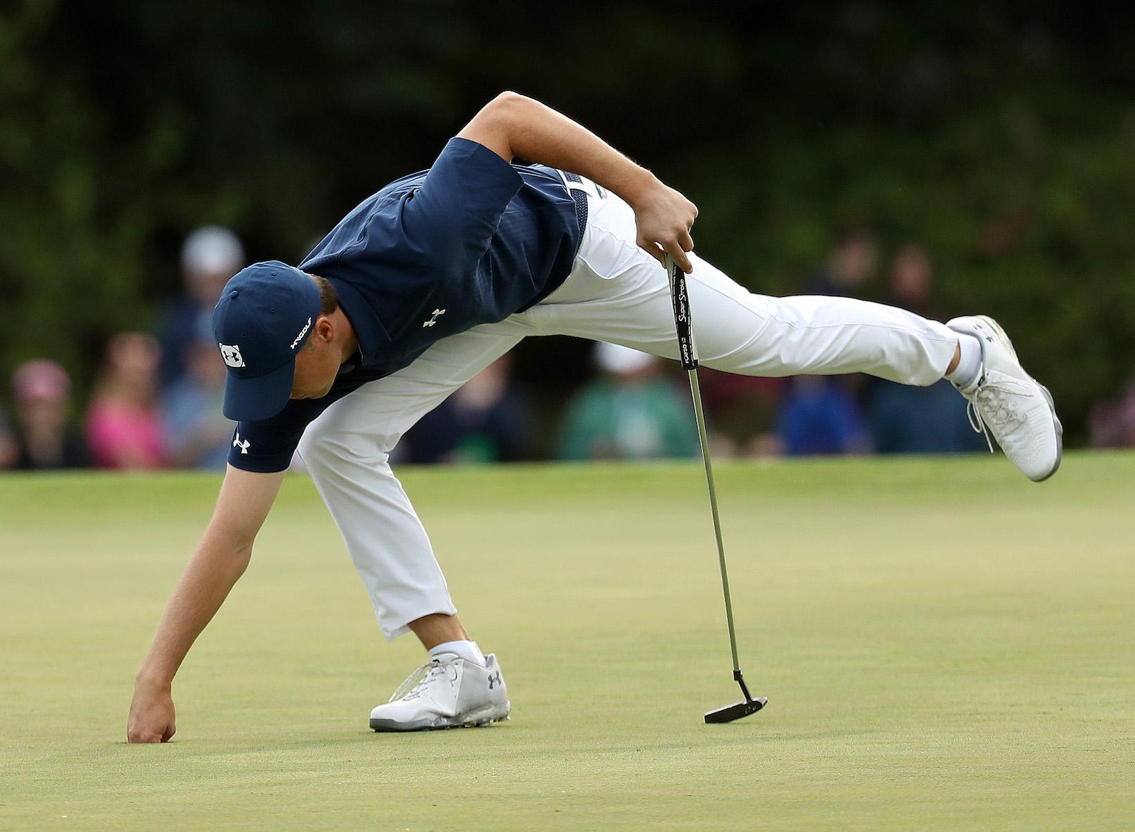 2018 Masters Tournament: Round 1 - Picking Up a Birdie Putt
