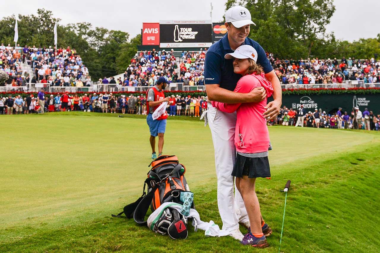 2015 TOUR Championship Jordan Gets Hug From Ellie